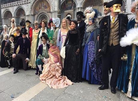 Италия, карнавала и жирный четверг
