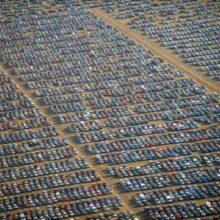 Непроданные, лишние автомобили. Кладбище новых автомобилей.
