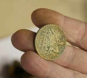 Найти монету на удачу