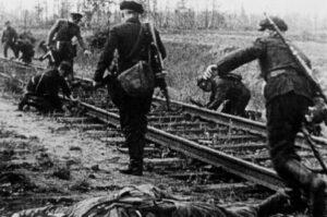 Партизаны минируют железную дорогу