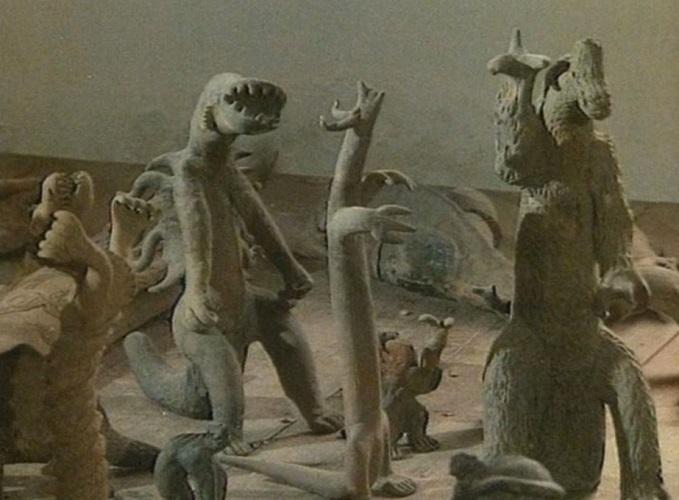 Фигурки динозавров и гипотезы их происхождения