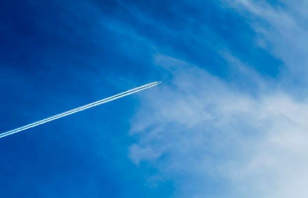 Следы или химтрейлы в небе